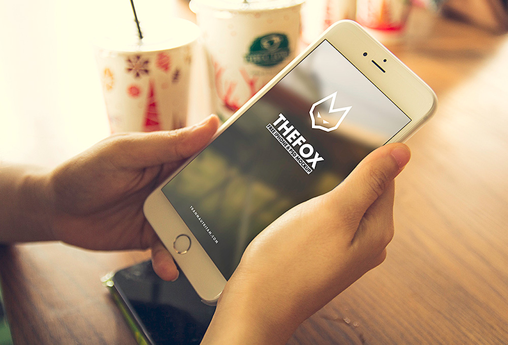 8 Free Photo-realistic iPhone 6 Mockup Templates