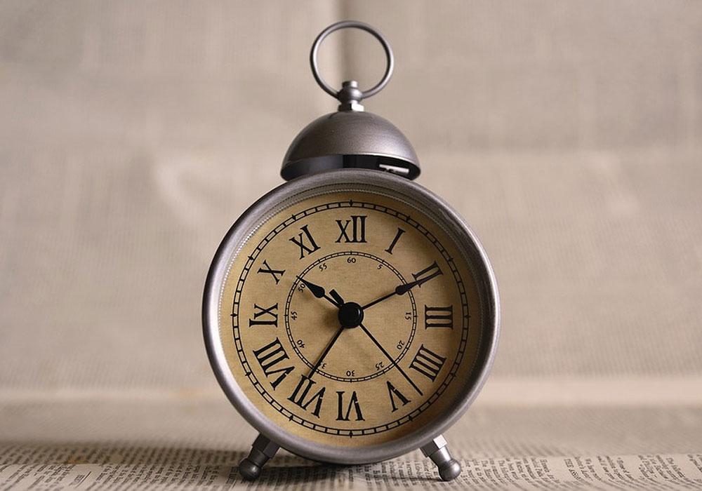 clock-alarm-clock-clock-pointers-close-up