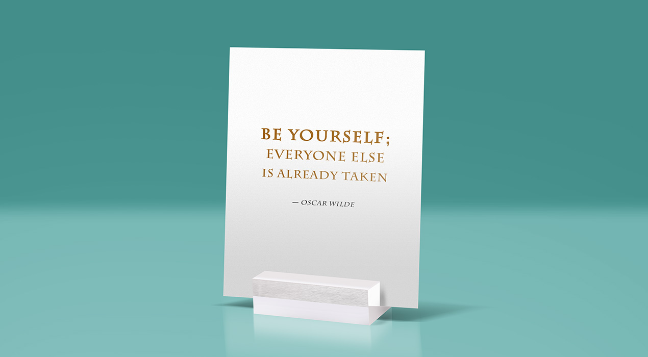 Free Glass Stand Display Quote Mockup PSD